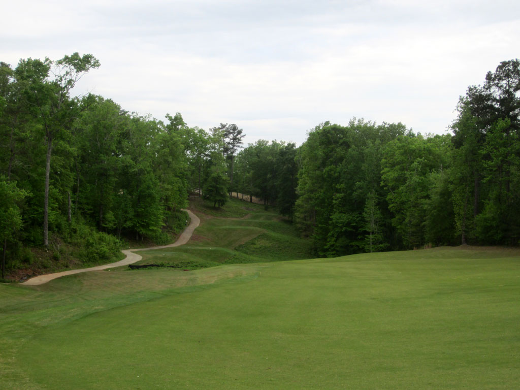 10th Hole at Auburn University Club (412 Yard Par 4)