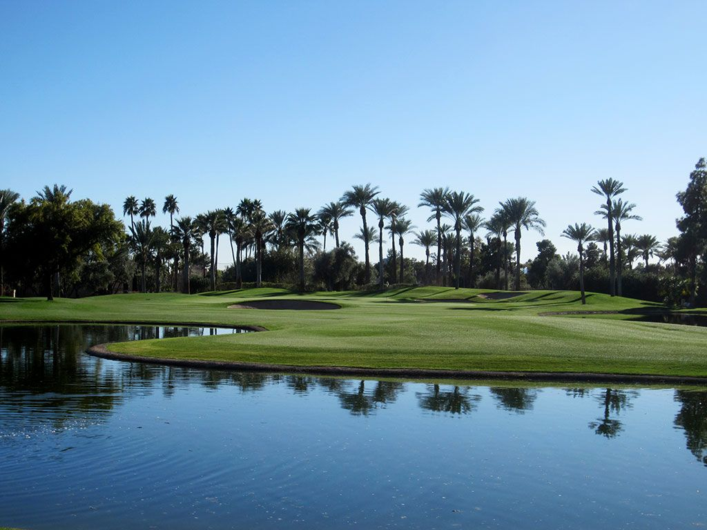 7th (Oasis) Hole at The Phoenician Resort (396 Yard Par 4)