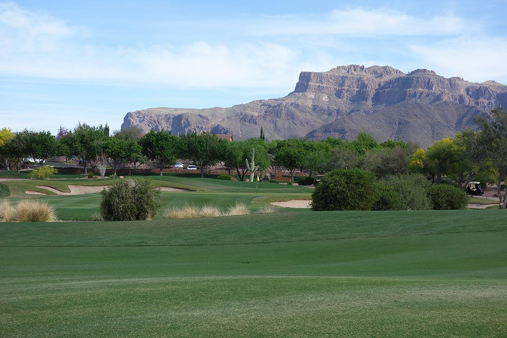 9th Hole at Superstition Mountain (Lost Gold) (409 Yard Par 4)
