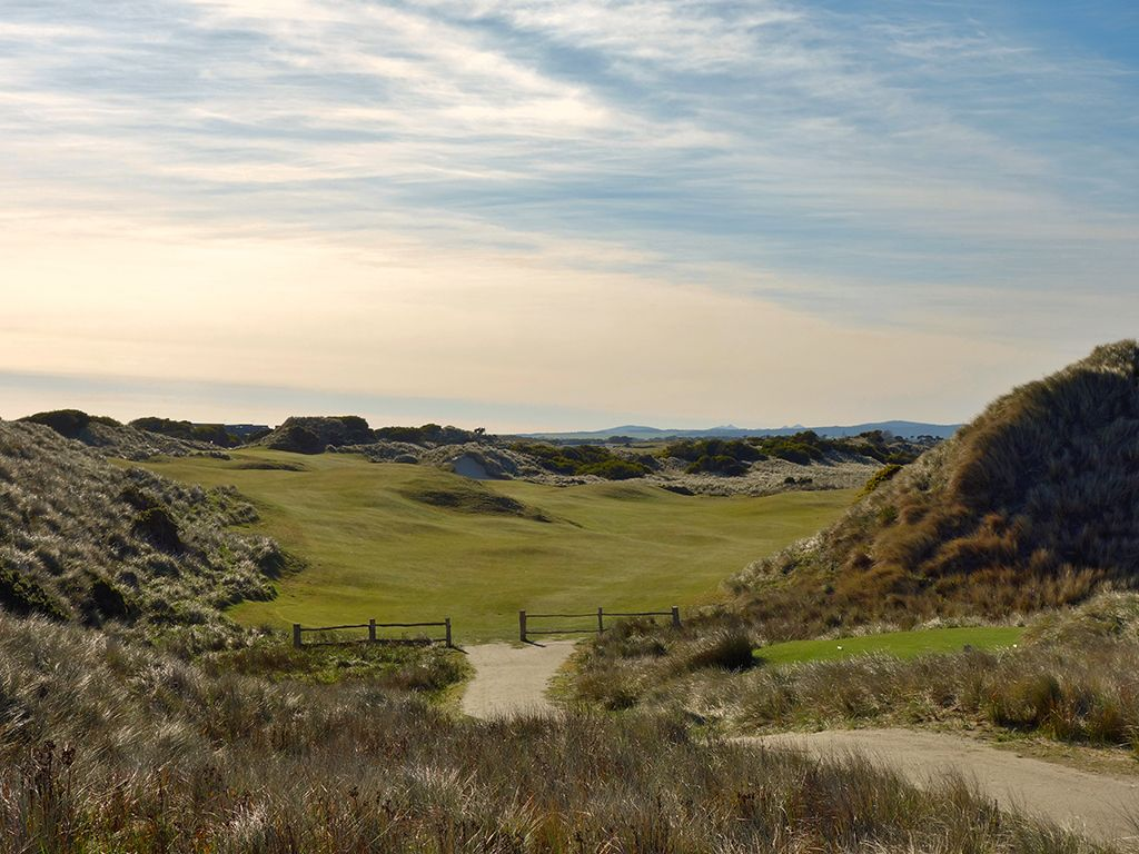 8th Hole at Barnbougle (Dunes) (488 Yard Par 4)