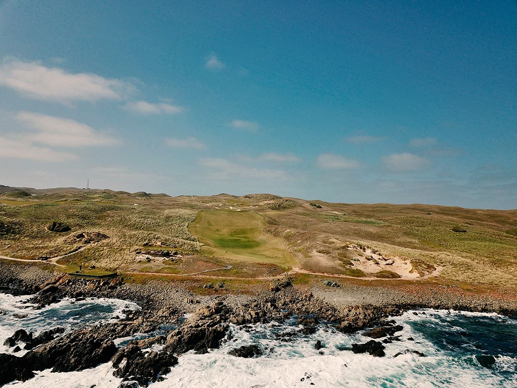 10th Hole at Cape Wickham Links (358 Yard Par 4)