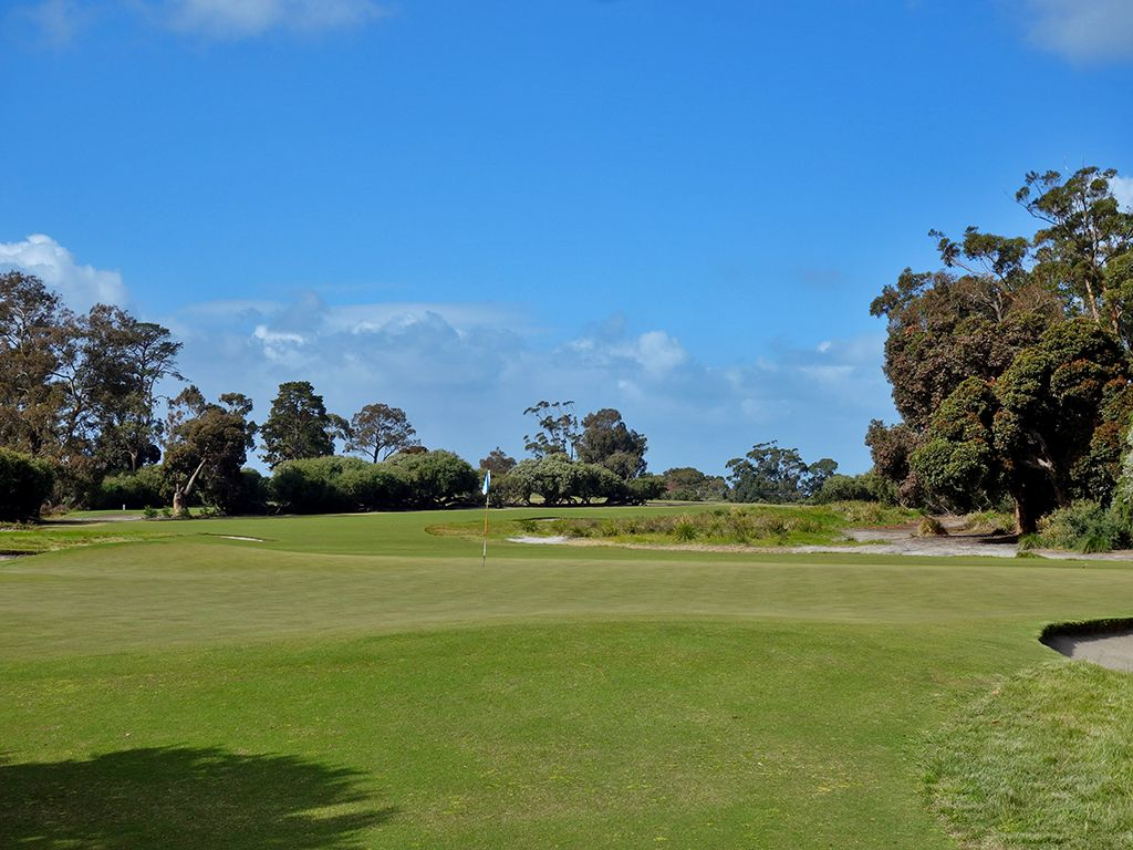 9th Hole at Kingston Heath Golf Club (359 Yard Par 4)