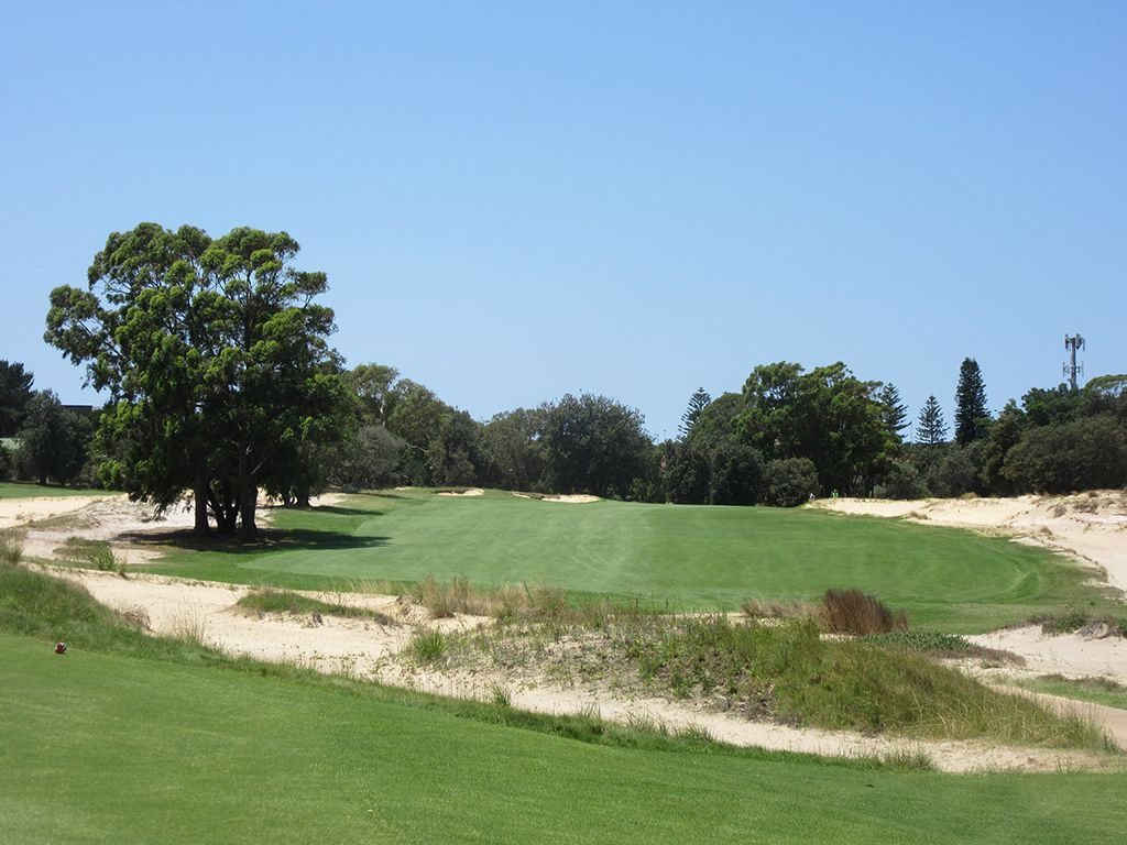 3rd Hole at The Lakes Golf Club (486 Yard Par 4)