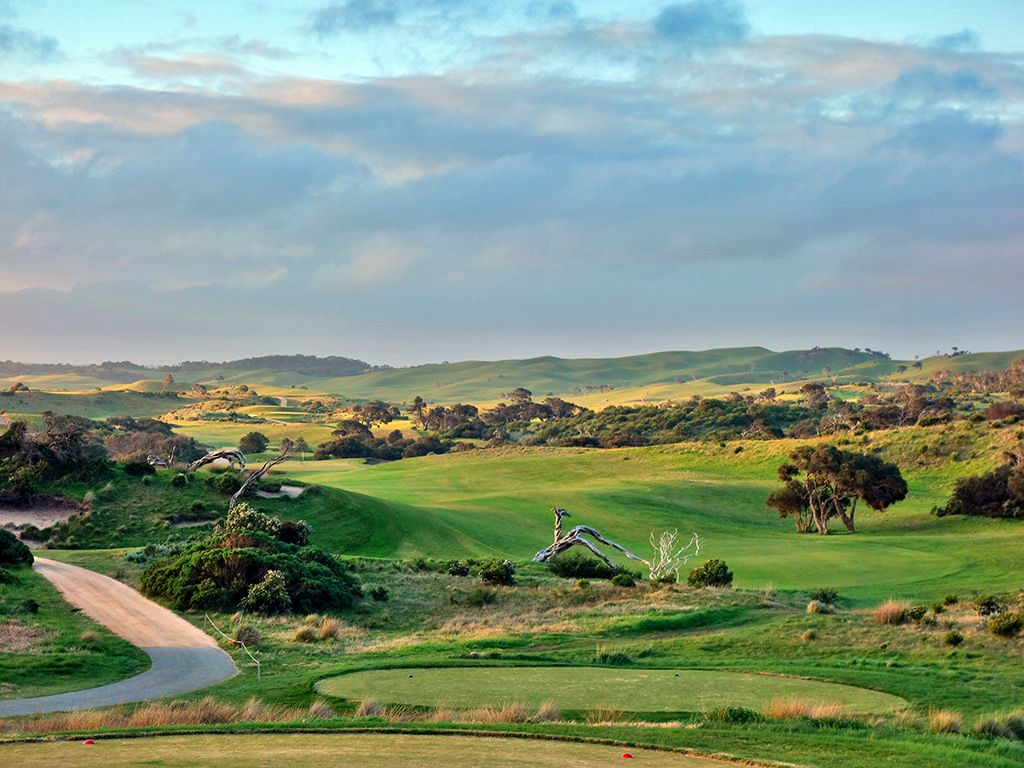 1st Hole at National Golf Club (Moonah) (402 Yard Par 4)