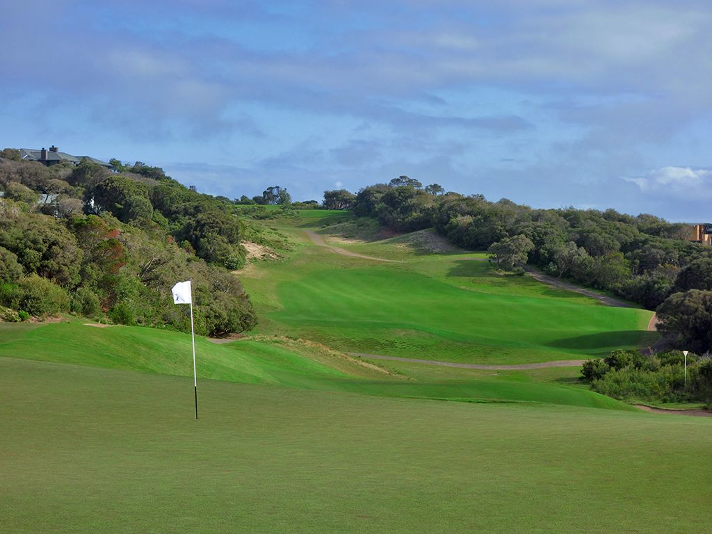 8th Hole at National Golf Club (Old) (517 Yard Par 5)