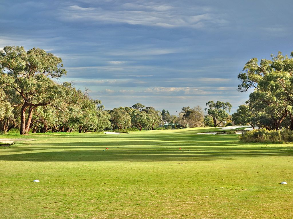 10th Hole at Peninsula Kingswood Country Golf Club (North) (487 Yard Par 4)