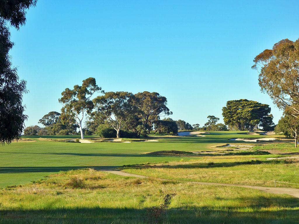 11th Hole at Victoria Golf Club (405 Yard Par 4)