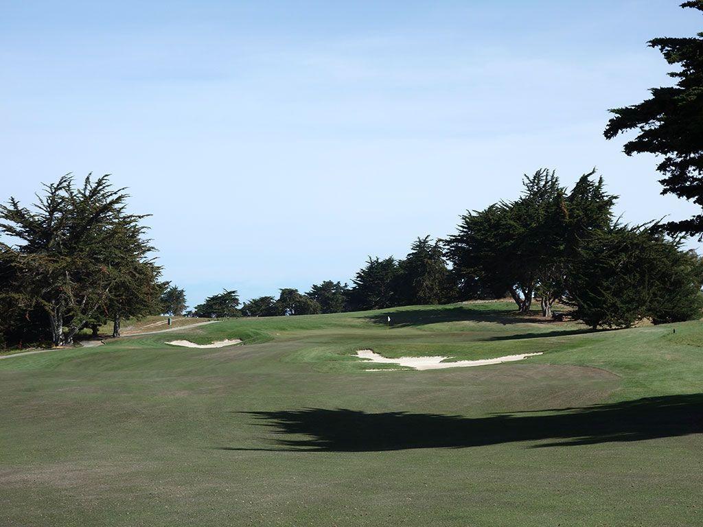 11th Hole at Black Horse Golf Club (449 Yard Par 4)