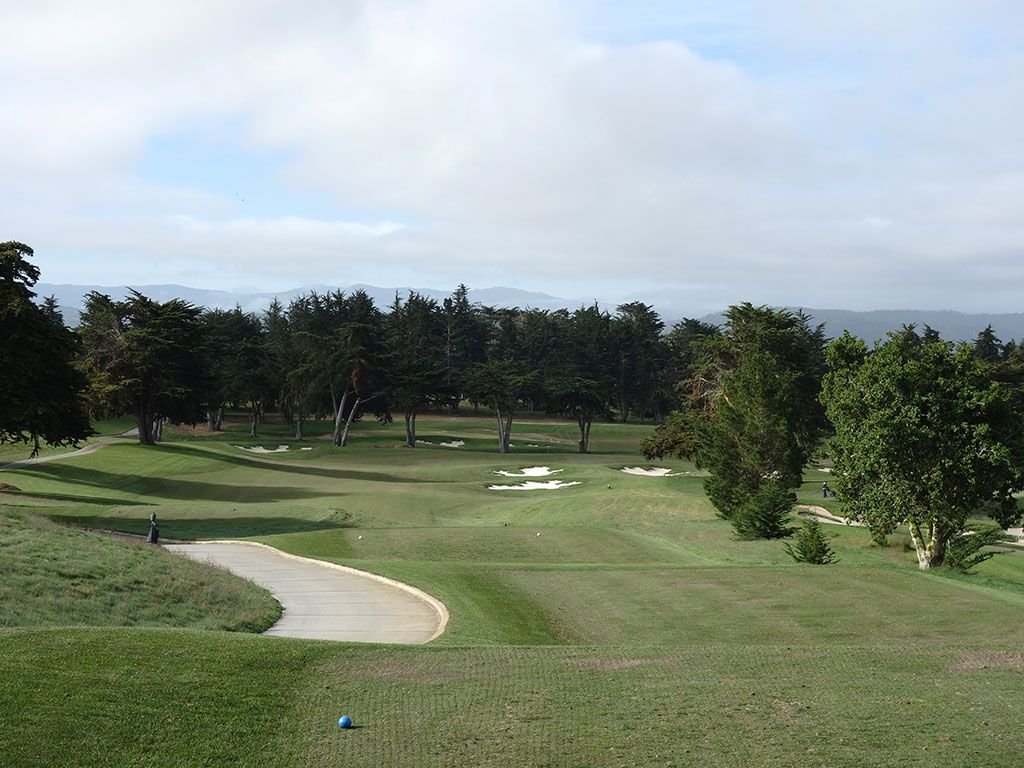 7th Hole at Black Horse Golf Club (395 Yard Par 4)