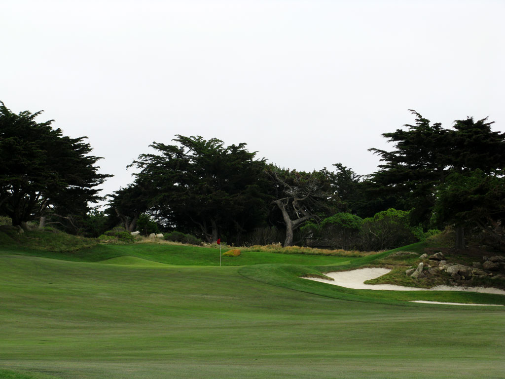 10th Hole at Monterey Peninsula CC (Shore) (544 Yard Par 5)