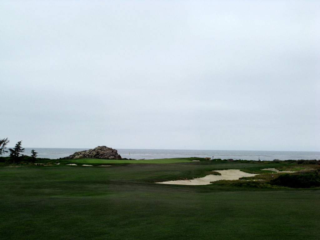 8th Hole at Monterey Peninsula CC (Shore) (454 Yard Par 4)