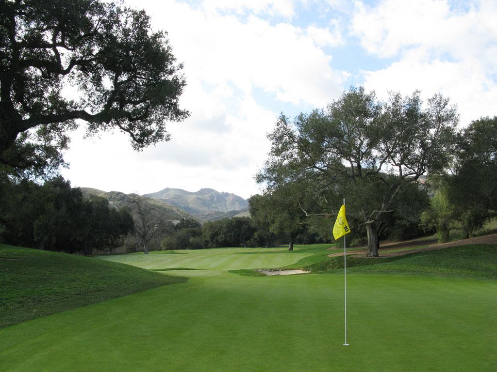 10th Hole at Sherwood Country Club (341 Yard Par 4)