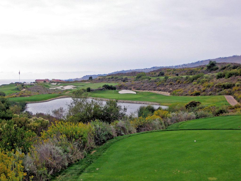 8th Hole at Trump National Golf Club Los Angeles (241 Yard Par 3)
