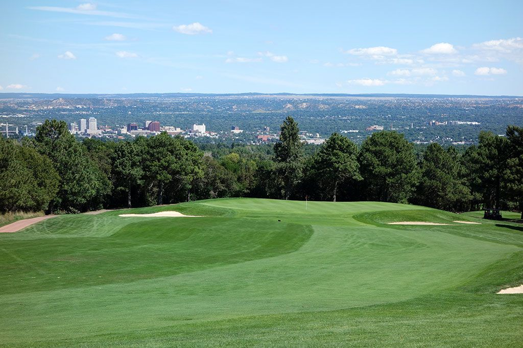 10th Hole at Broadmoor Resort (East) (504 Yard Par 4)