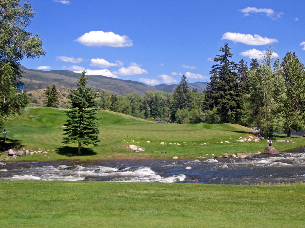12th Hole at Country Club of the Rockies (477 Yard Par 4)