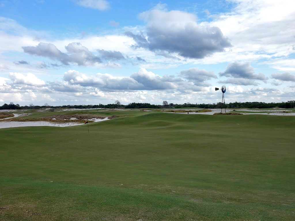 9th Hole at Streamsong Resort (Black) (450 Yard Par 4)