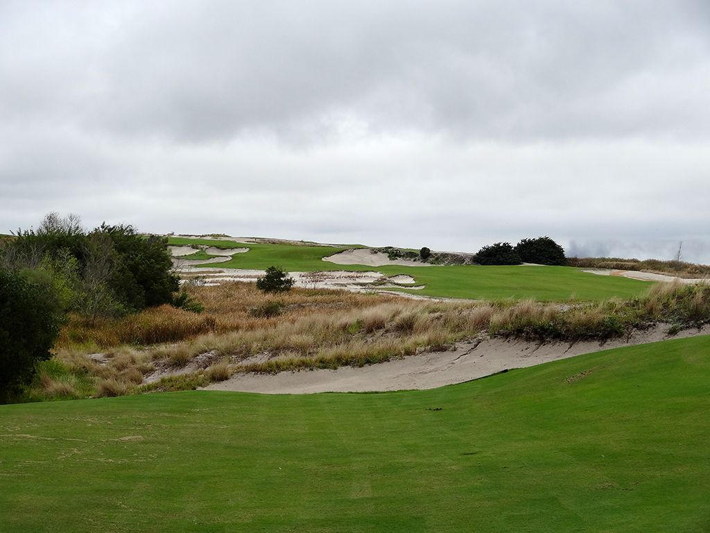 4th Hole at Streamsong Resort (Blue) (442 Yard Par 4)