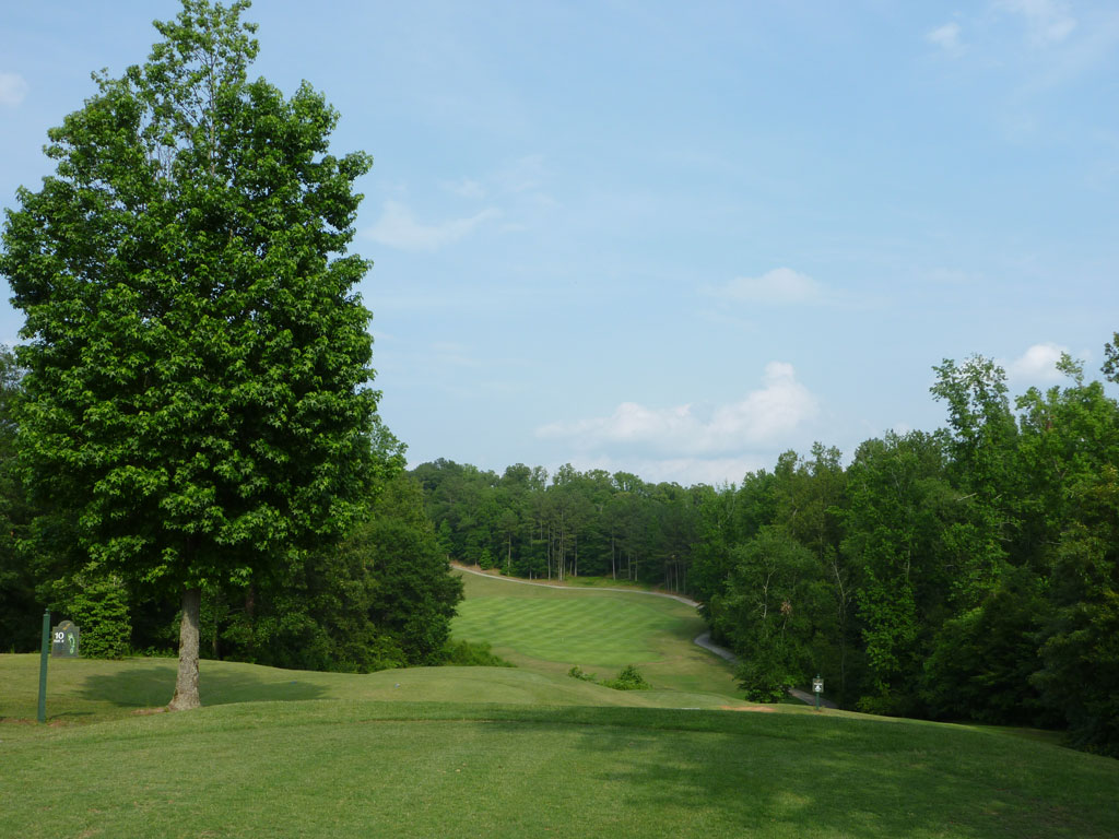 10th Hole at Cherokee Run Golf Club (401 Yard Par 4)