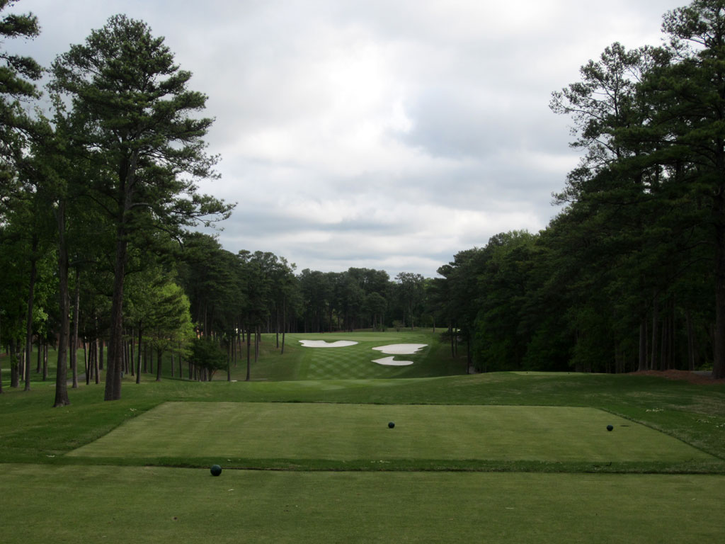 10th Hole at Peachtree Golf Club (519 Yard Par 5)