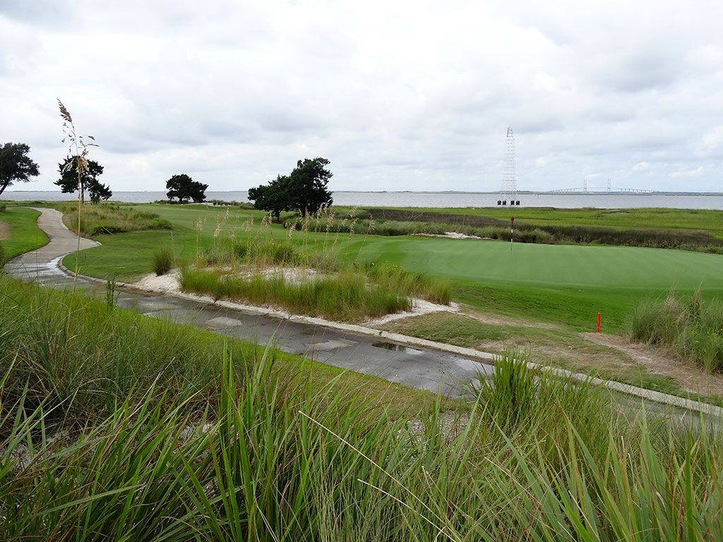 14th Hole at Sea Island Golf Club (Seaside) (407 Yard Par 4)