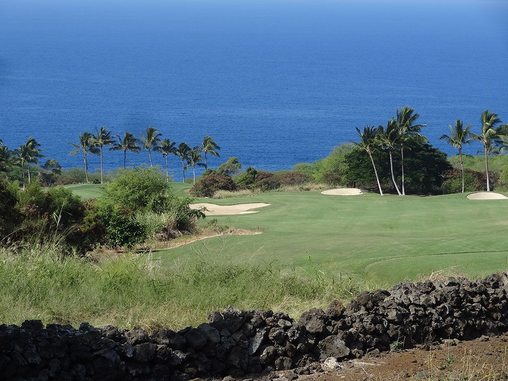 15th Hole at Hokulia Golf Club (487 Yard Par 4)