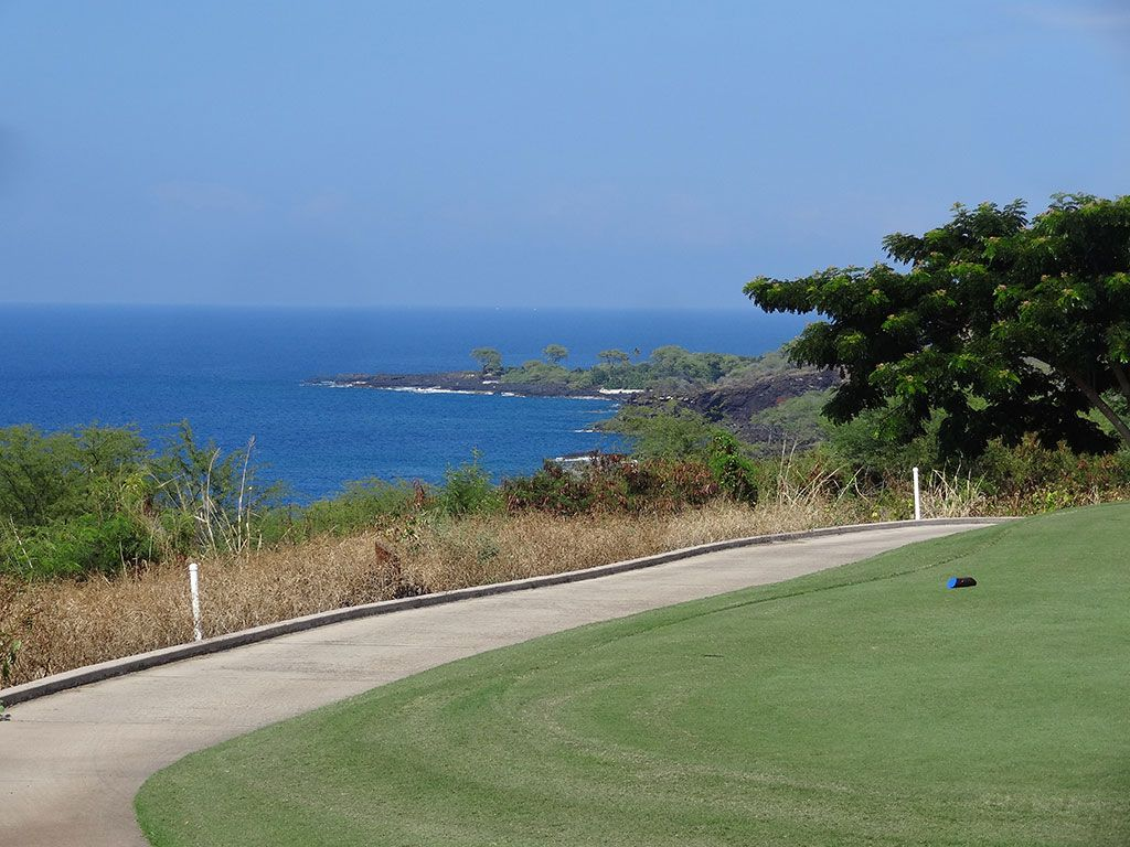 17th Hole at The Club at Hokuli'a (408 Yard Par 4)