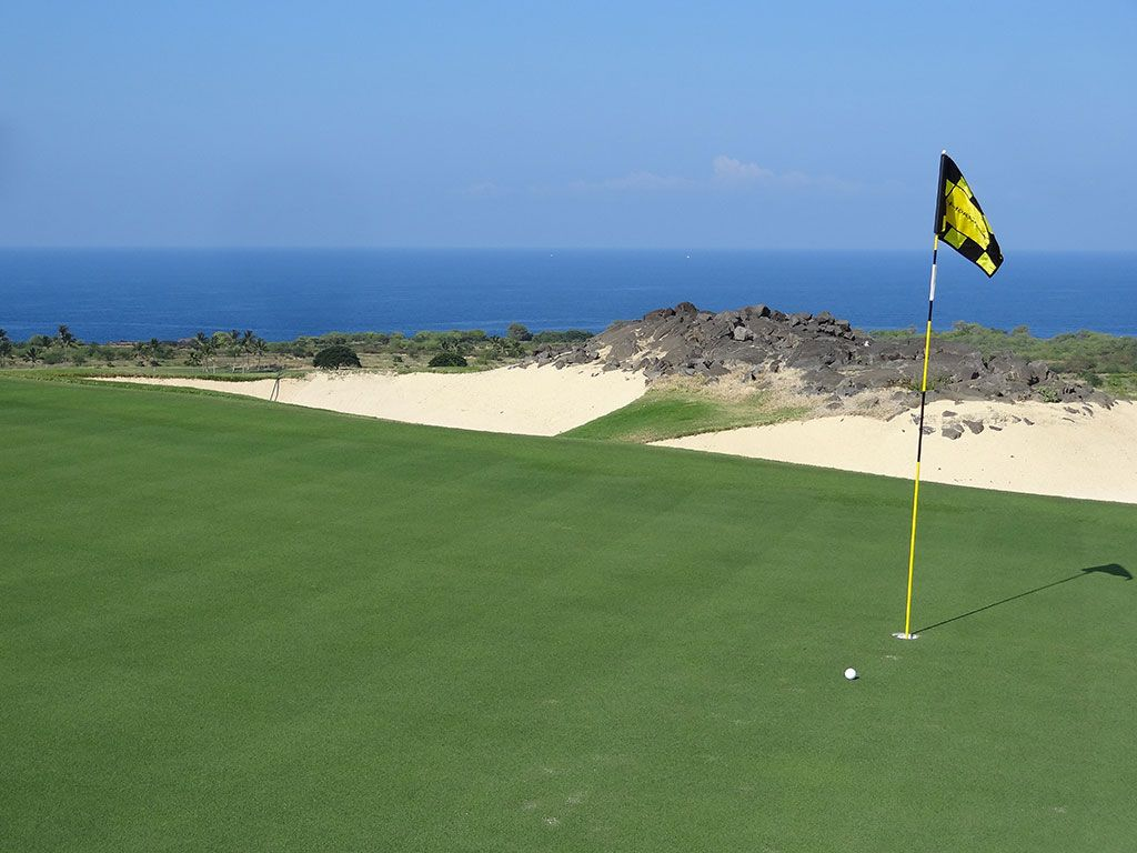 8th Hole at The Club at Hokuli'a (222 Yard Par 3)