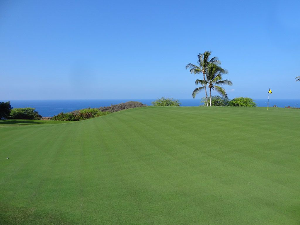 9th Hole at Hokulia Golf Club (525 Yard Par 5)