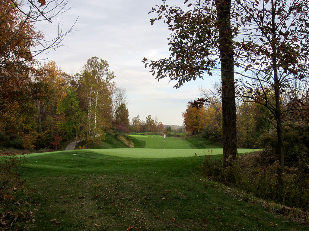 14th Hole at Victoria National (471 Yard Par 4)