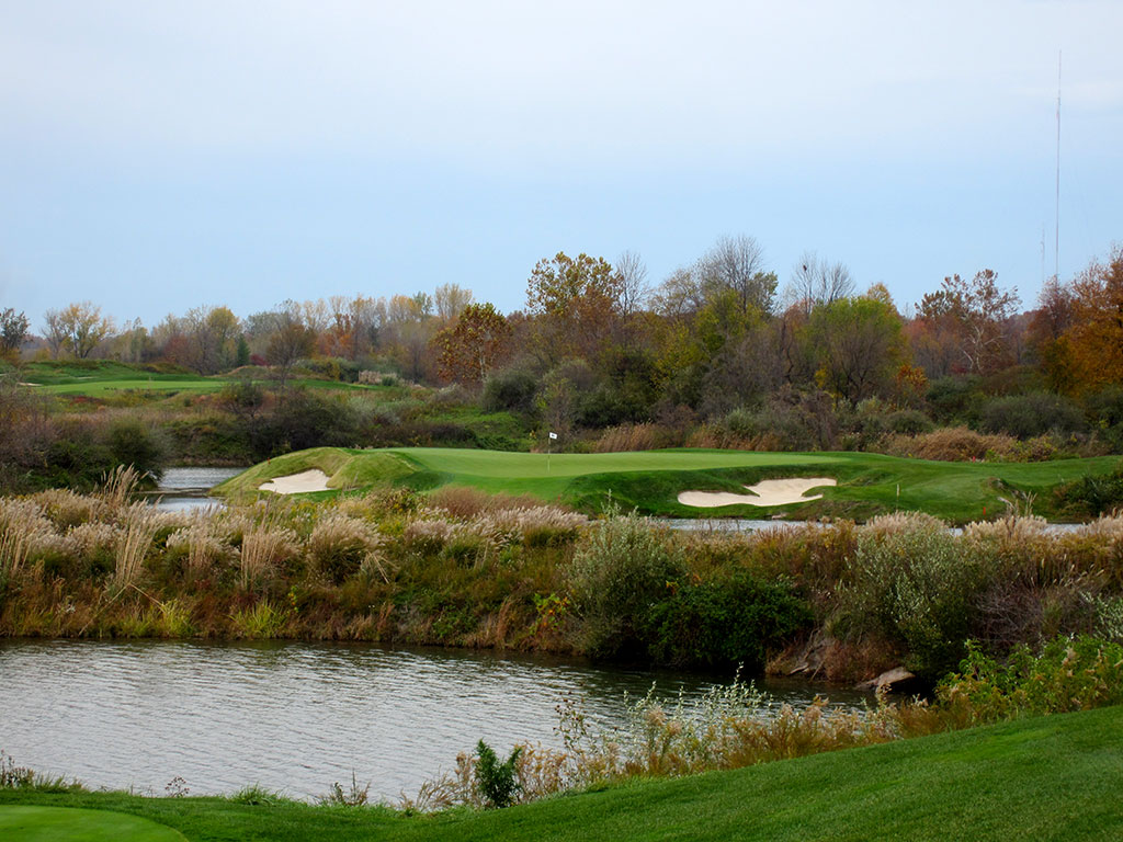 5th Hole at Victoria National (212 Yard Par 3)