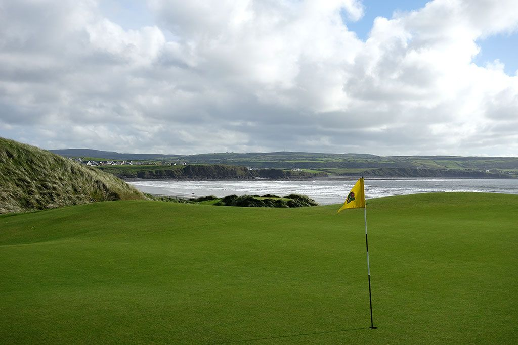 6th Hole at Lahinch Golf Club (424 Yard Par 4)