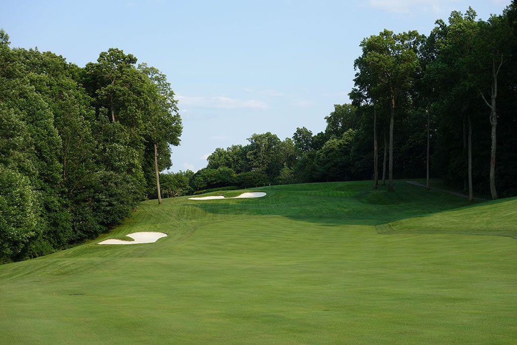 11th Hole at Caves Valley Golf Club (437 Yard Par 4)