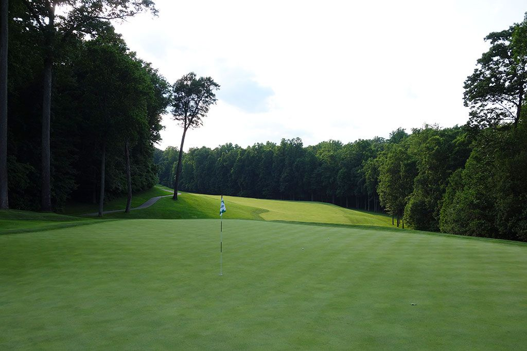 11th Hole at Caves Valley Golf Club (437 Yard Par 4)