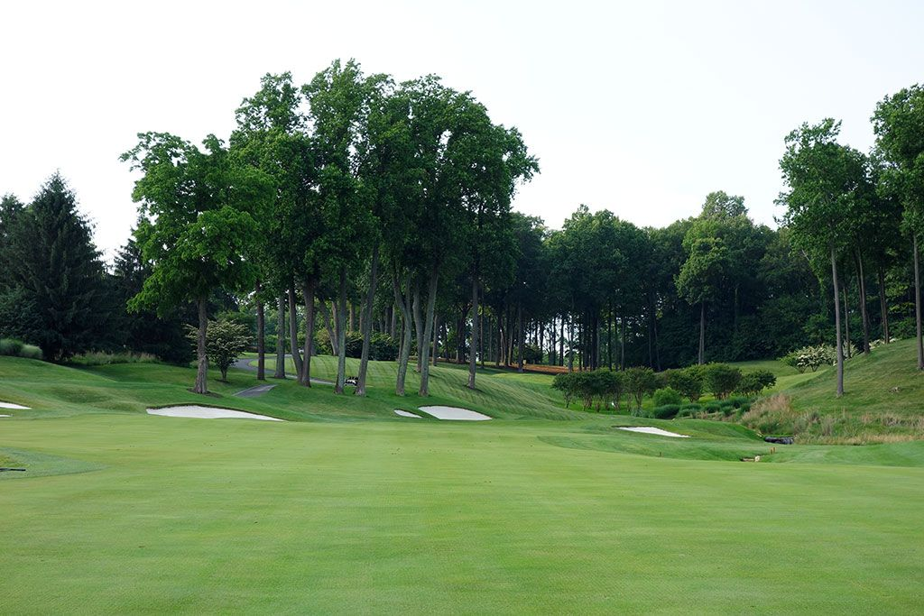 9th Hole at Caves Valley Golf Club (400 Yard Par 4)