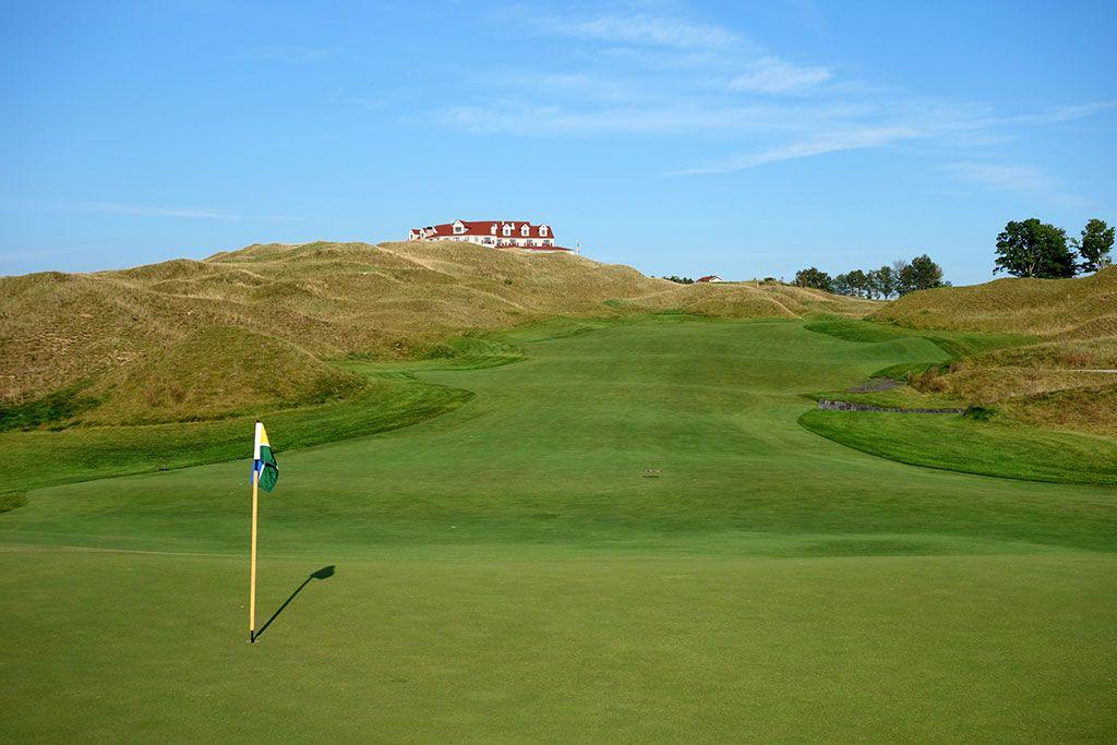 10th Hole at Arcadia Bluffs Golf Club (481 Yard Par 4)