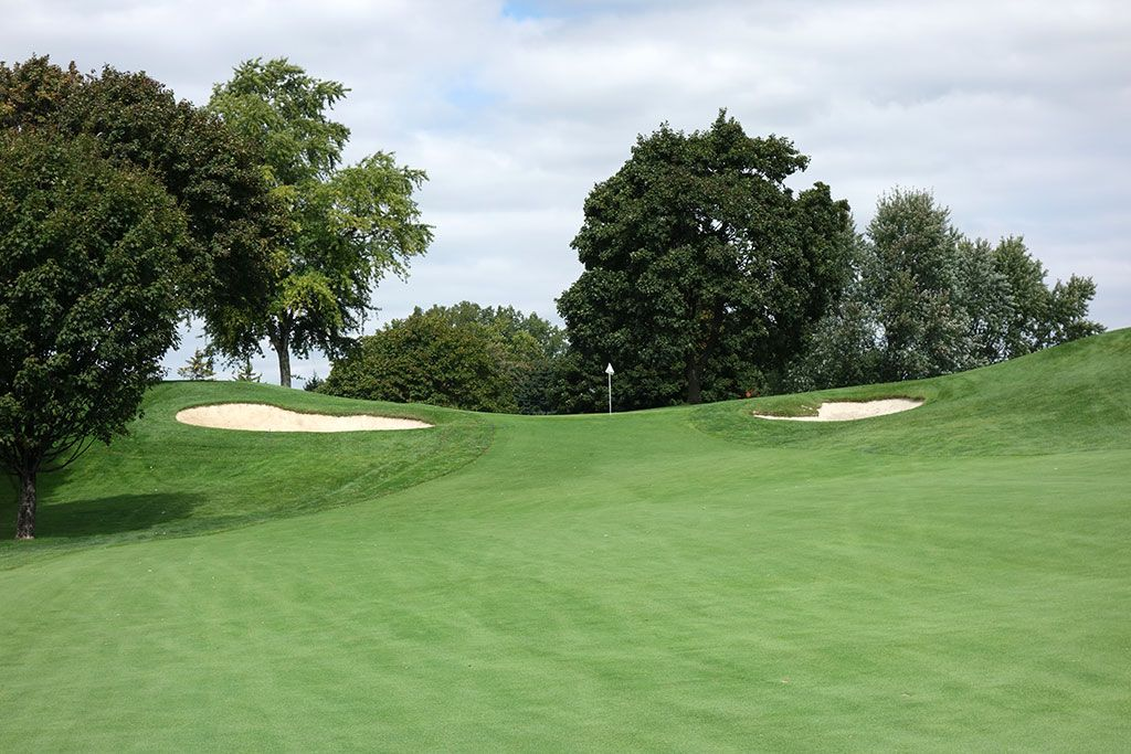 11th Hole at Oakland Hills Country Club (South) (455 Yard Par 4)