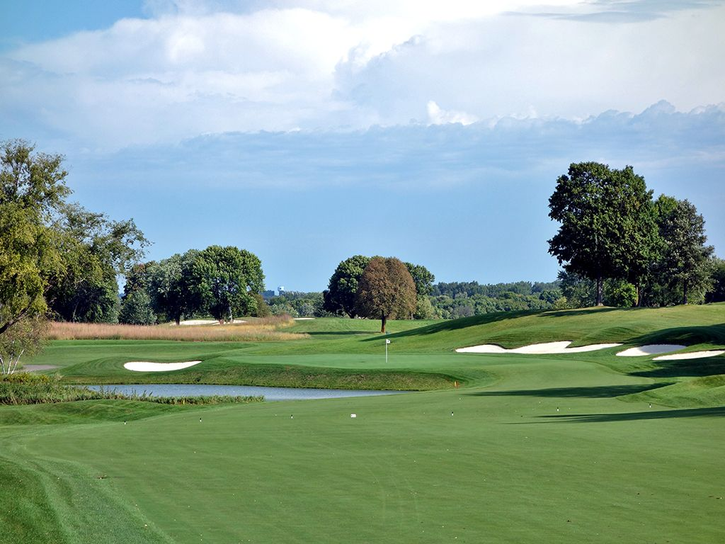7th Hole at Hazeltine National Golf Club (572 Yard Par 5)