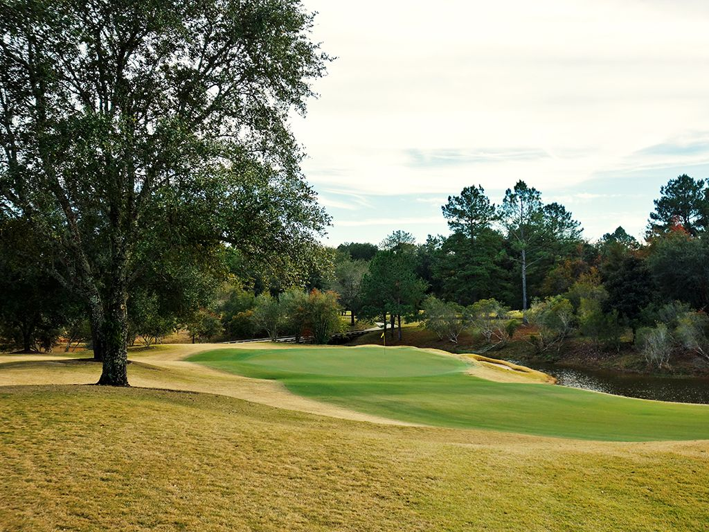 7th Hole at Fallen Oak Golf Club (330 Yard Par 4)