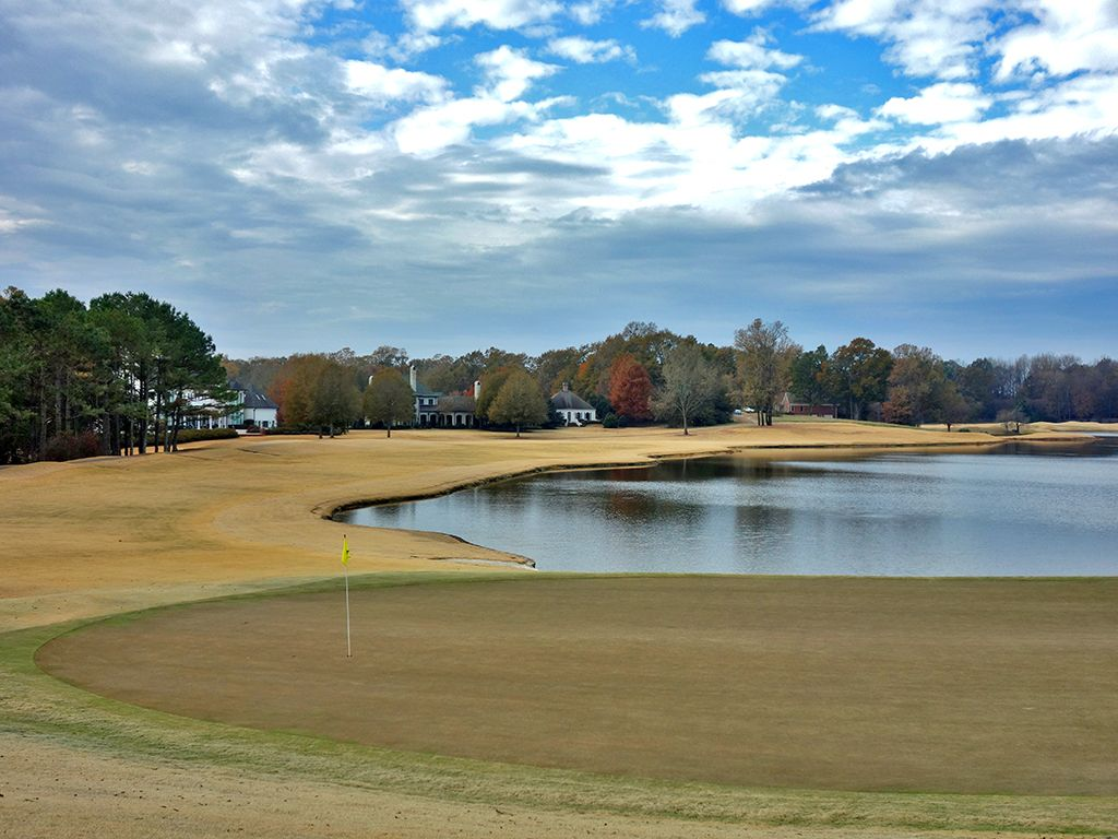 18th Hole at Old Waverly Golf Club (445 Yard Par 4)