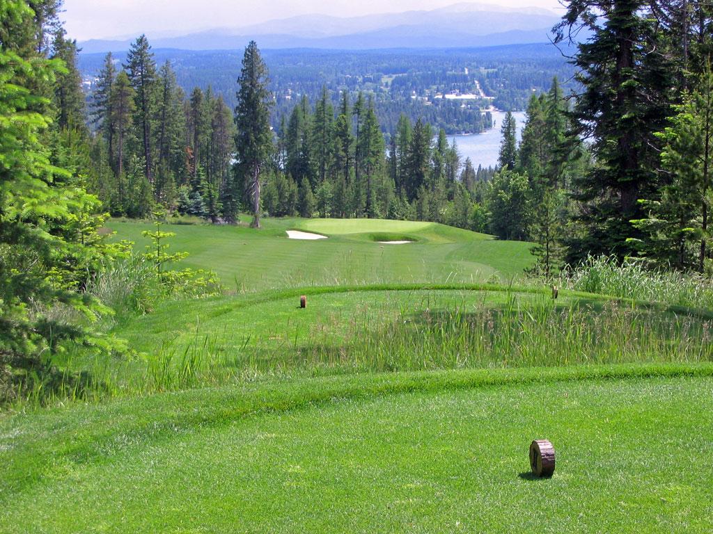 17th Hole at Iron Horse Golf Club (364 Yard Par 4)