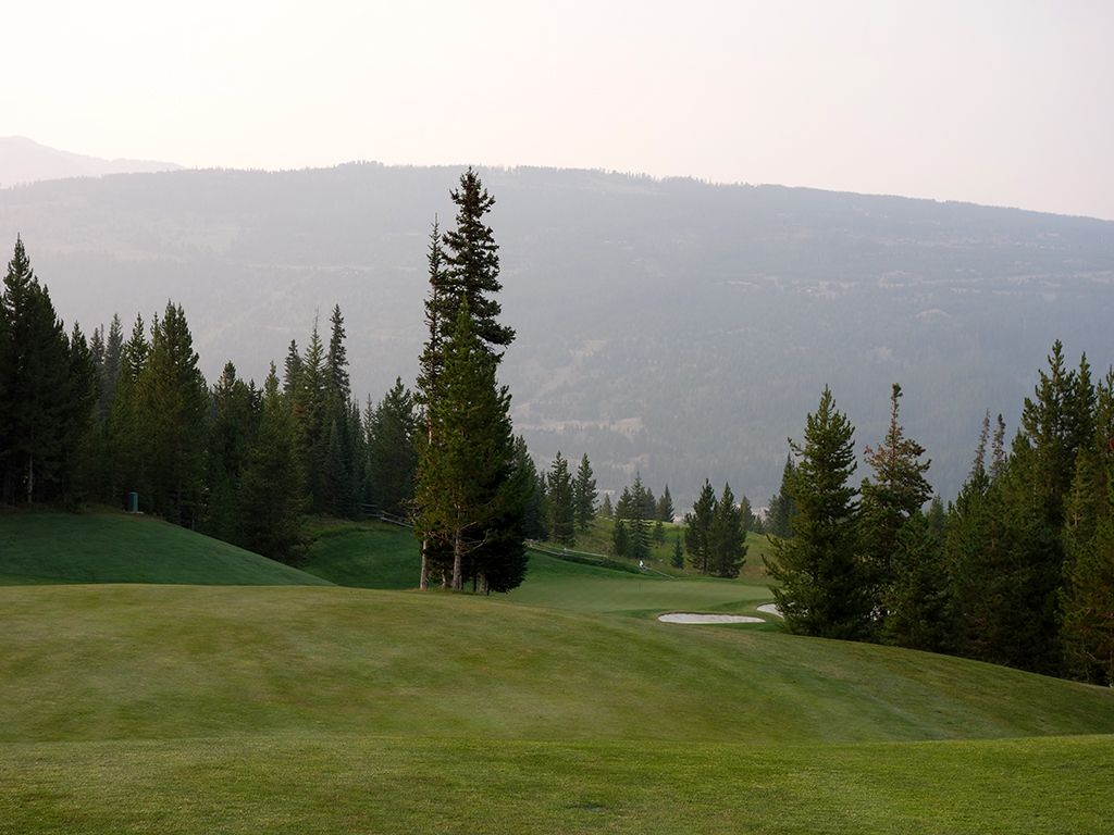 10th Hole at Yellowstone Club (443 Yard Par 4)