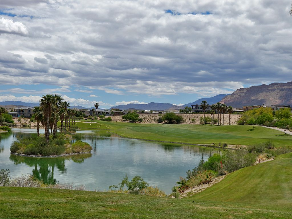 1st Hole at Bear's Best Las Vegas (413 Yard Par 4)