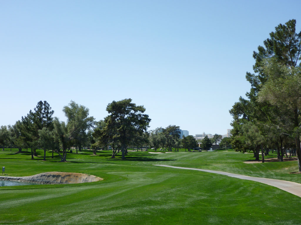 11th Hole at Las Vegas Country Club (443 Yard Par 4)