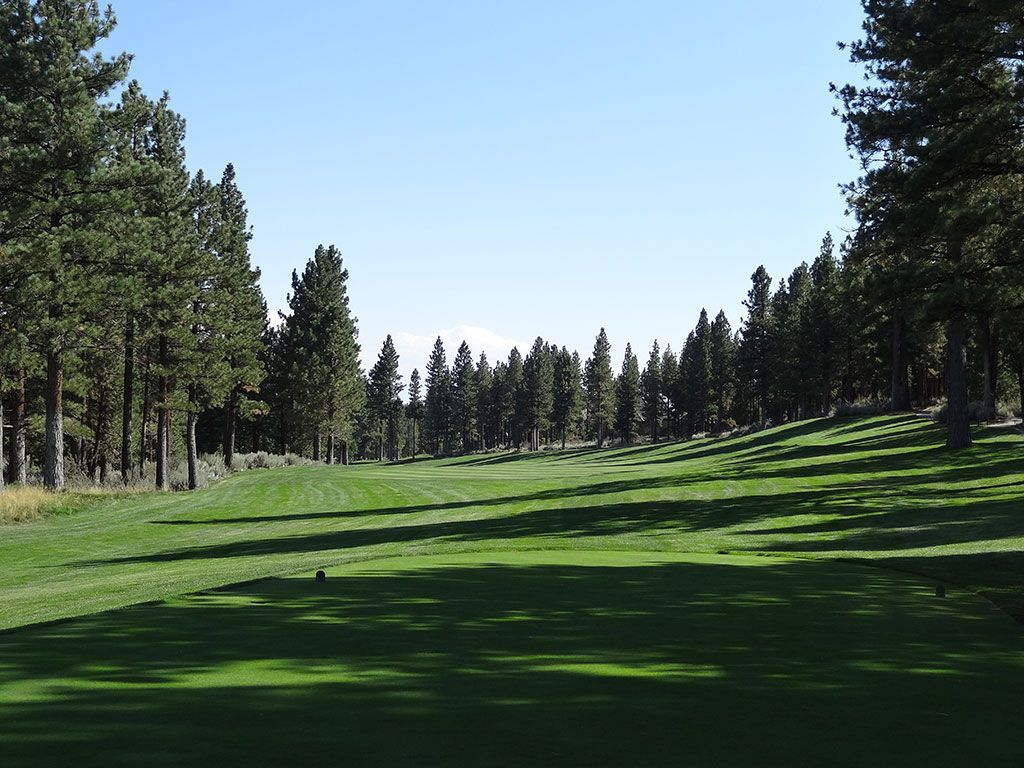 6th Hole at Montreux Country Club (477 Yard Par 4)