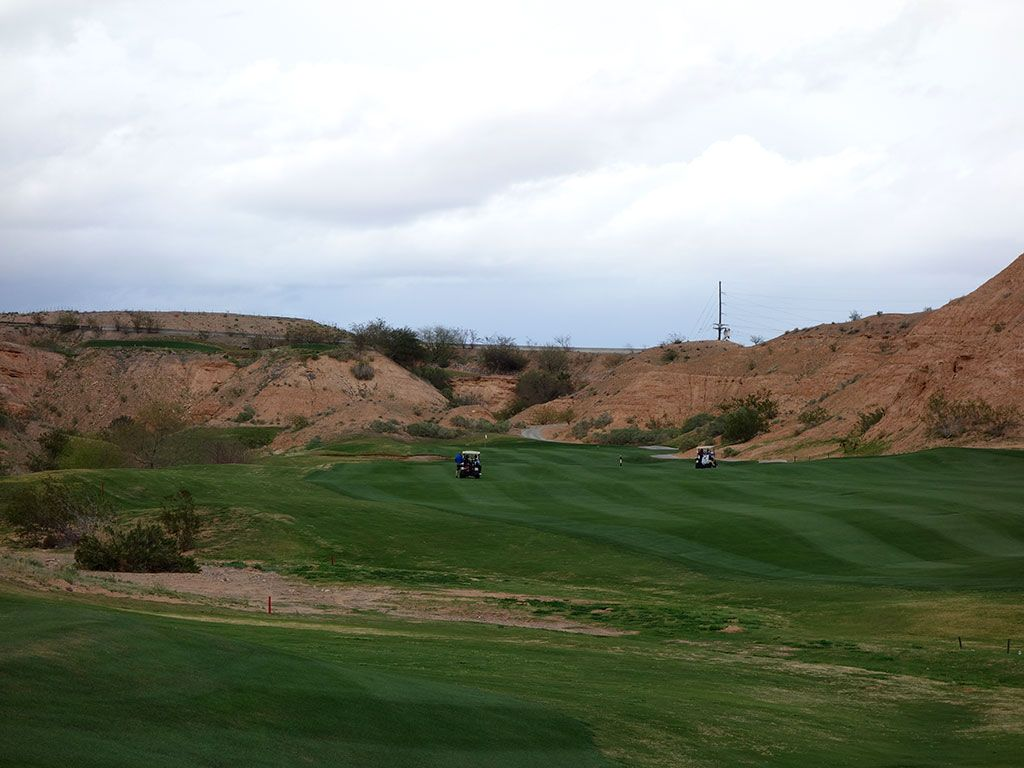 10th Hole at Oasis (Canyons) (423 Yard Par 4)