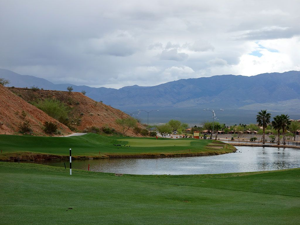 6th Hole at Oasis (Canyons) (392 Yard Par 4)