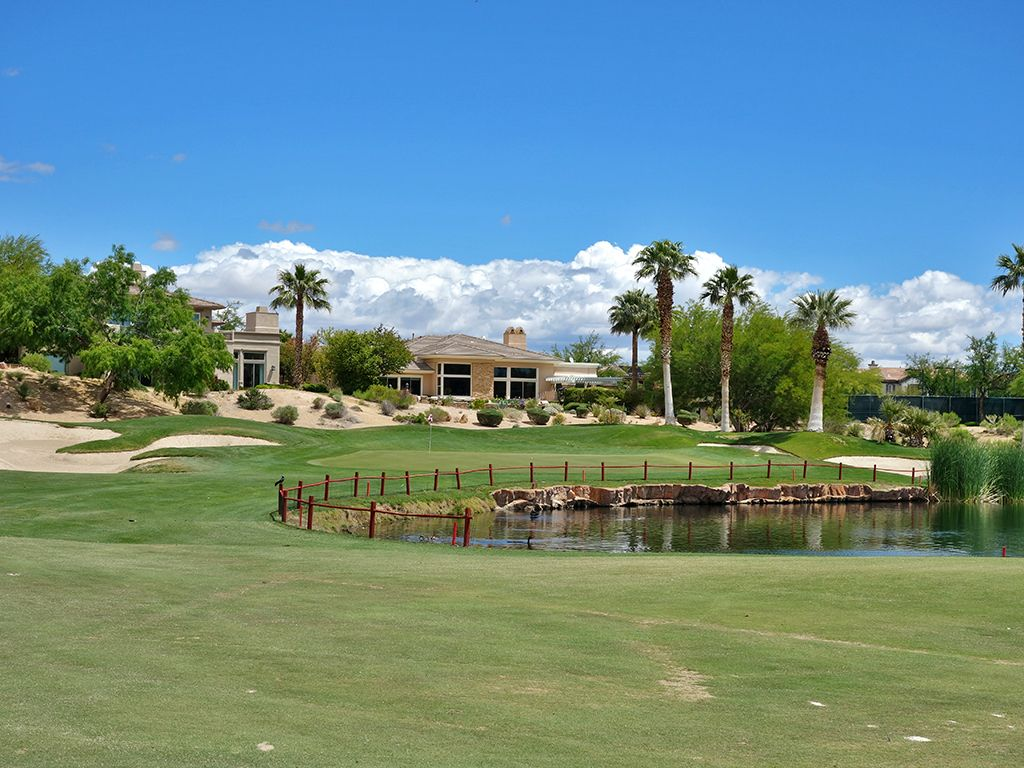 18th Hole at Red Rock Country Club (Mountain) (584 Yard Par 5)