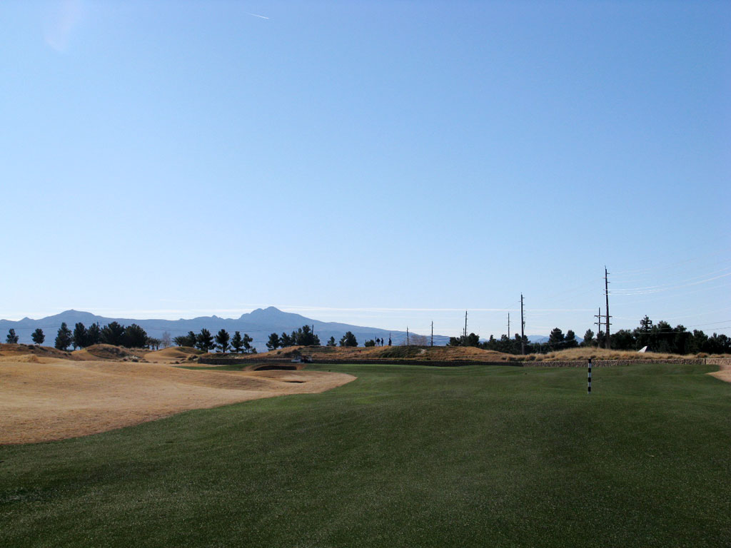10th Hole at Royal Links Golf Club (466 Yard Par 4)