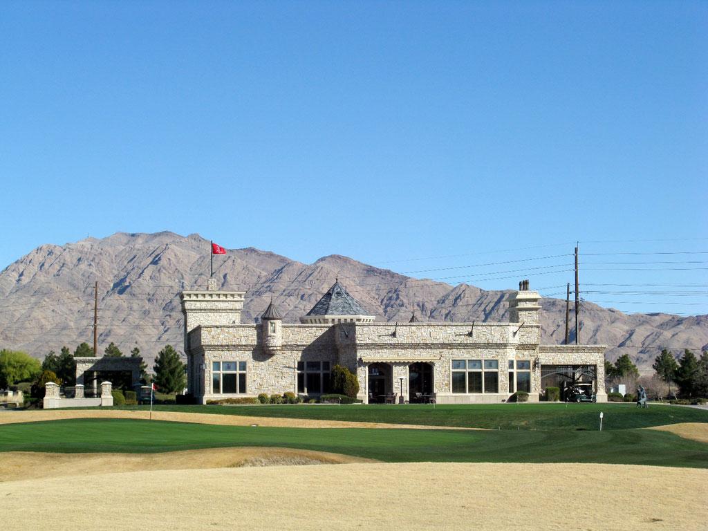 18th Hole at Royal Links Golf Club (515 Yard Par 5)