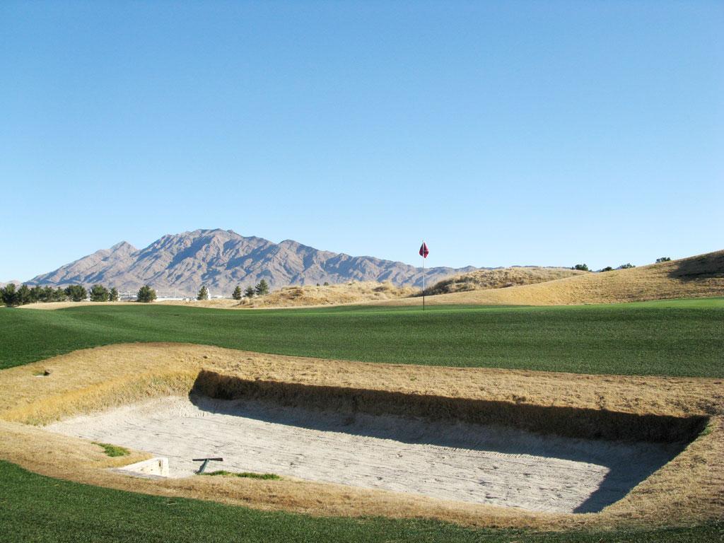 8th Hole at Royal Links Golf Club (153 Yard Par 3)